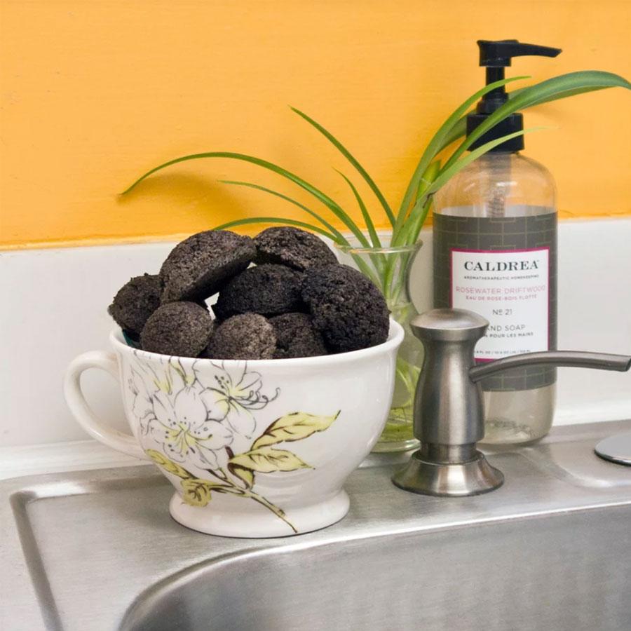 8 Công Dụng Làm Sạch Và Khử Mùi Tuyệt Vời Của Bã Pha Cà Phê