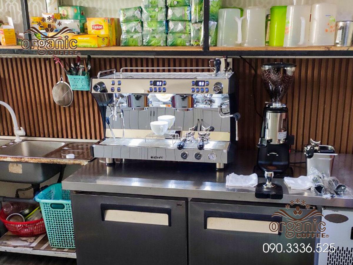 Máy Pha Cà Phê 2 Group CRM-3120C Tại Quán Café Thiện Nhi Long An