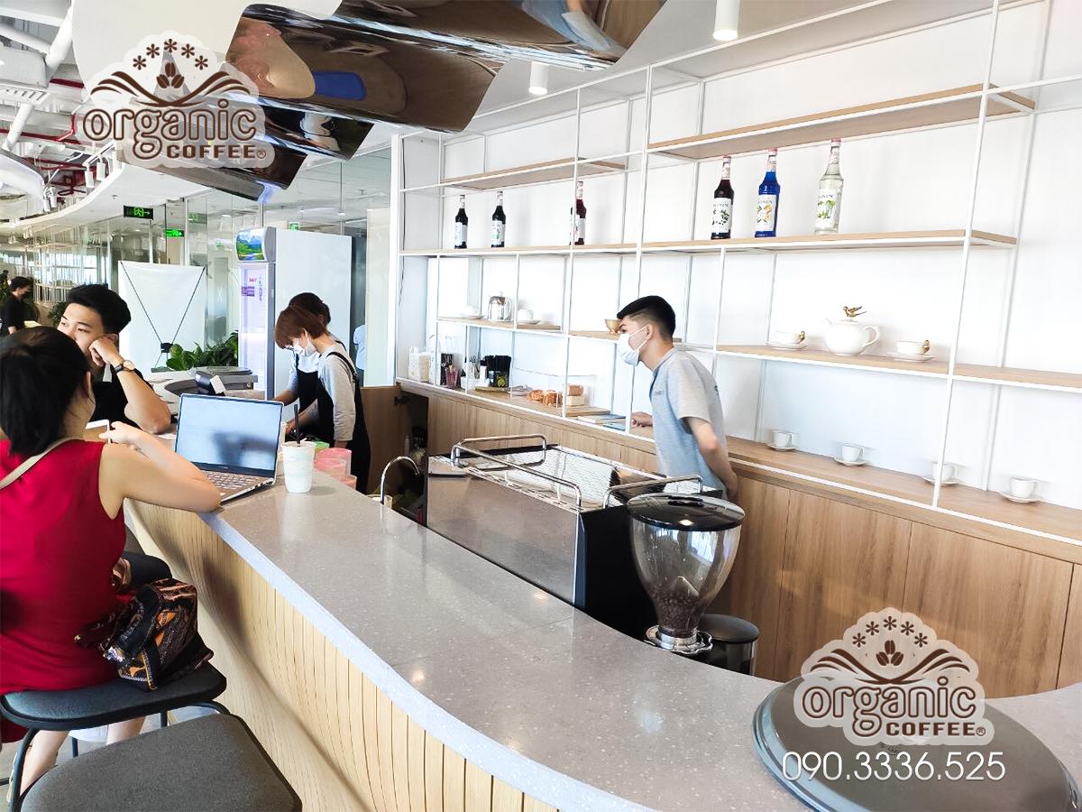 Máy pha cà phê chuyên nghiệp CRM3100E tại Café Studio Toà Nhà Vincom Đồng Khởi