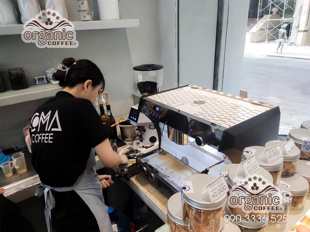 Máy Pha Cà Phê Chuyên Nghiệp CRM-3100E Tại Coma Coffee Quận 1